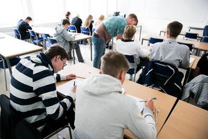 Moderaterna i Falun vill tillföra den kommunala skolan drygt 10 miljoner kronor. Samtidigt ser man även ett utrymme på att frigöra ytterligare 12 miljoner kronor genom effektiviseringar.