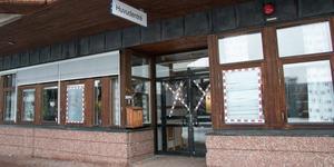 I Köping har byggnader bland annat drabbats av skadegörelse.