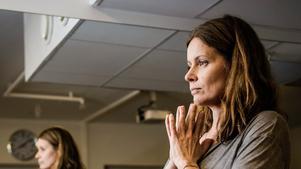 """Älskar yoga. """"Jag hämtar kraft i yogan, vi behöver lyssna inåt också"""", säger Hillevi Borga, en gång landslagssimmare i Örebro, i dag sjukgymnast i Stockholm."""