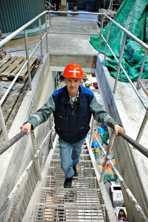 STOPPGENERAL. Lars Ericson är stoppchef och ansvarig för arbetet under stoppen. De övriga 51 veckorna är han driftchef vid Skutskärs bruk.