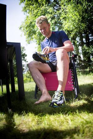 I tio år har Johan löptränat, för fem år sedan startade han en blogg för att pressa sig själv att klara av ett ultralopp.