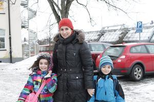 Gabriella Söderman med barnen Freja, 7, och Konrad, 6, har klarat sig bra från snuva och kräksjuka. – I december hade vi några vabdagar, men vi har klarat oss januari som tur är. Vi har en mormor som brukar rycka in om det behövs. Jag märker nog av att barnen blir lite mer sjuka under vinterhalvåret, säger Gabriella.