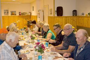 Höjdpunkten den 10 september var surströmmingsfesten för ett 30-tal medlemmar. Foto: Torsten Eriksson