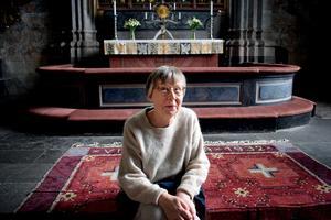 Anna Sjons Nilsson inspireras av folkkonst och medeltid, vilket gör Vika kyrka extra passande.