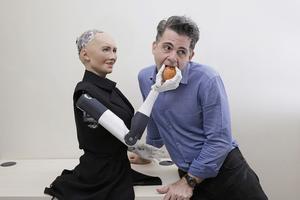 Roboten Sophia som styrs av AI presenterades av Hanson Robotics i Hong Kong 2017.