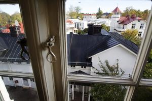 Kontoret ligger centralt i Gävle men har ändå ett lugnt läge.