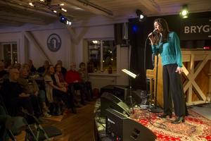 Rigmor Gustafsson drog fullt hus på jazzklubbens nya lokal Bryggeriet.