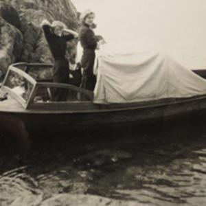 Vår campingbåt med Penta U21-motor. Foto: Privat