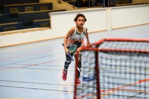 Ida Ryen, 9 år, övar på skottekniken.