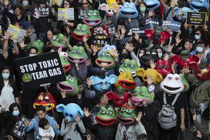 Under året har folkliga demonstrationer varit vanliga i många länder. Dit hör demokratidemonstrationerna i Hongkong. Foto: Kin Cheung/AP Photo