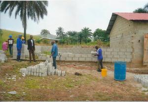 Det är den sjunde skolbyggnaden som nu ska byggas i Mindouli.
