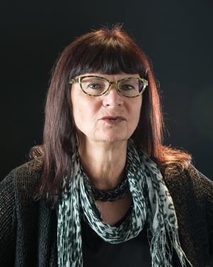 Lena Kättström Höök har sina rötter i Kättbo, i Venjans socken. Därifrån finns bland annat sägner om trollbröllop och trolldomskunniga kvinnor. Foto:  Karolina Kristensson/Nordiska museet