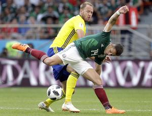 Sweden's Andreas Granqvist, rear, and Mexico's Javier Hernandez, front, challenge for the ball during the group F match between Mexico and Sweden, at the 2018 soccer World Cup in the Yekaterinburg Arena in Yekaterinburg , Russia, Wednesday, June 27, 2018. (AP Photo/Gregorio Borgia)