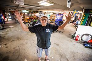 I över tjugo år har gänget samlats nere i garaget för att meka.