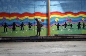 Insändarskribenten hoppas att asylsökande på ett mer humant sätt ska få möjlighet att få svar på sin asylprövning på lagsäkra grunder och att utredning så sker på ett rättssäkert sätt. Foto: TT