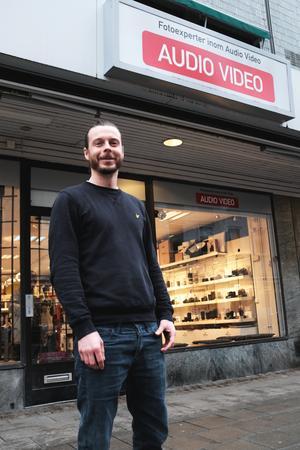 Butikschefen på Elon Ljud & Bild Västerås/Atélje Eggeborn tycker att det ska bli bra att tillhöra en stark kedja.