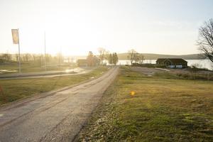 Gröna gräsmattor vid Öjestrands golfbana.