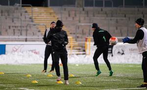 Ravy Tsouka spelar för VSK mot AFC.