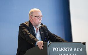 Benny Rosengren (SD ) var upprörd över att nazisten Pär Öbergs motion inte godkändes. Han såg klara likheter med hur motioner från hans parti behandlats av fullmäktige.