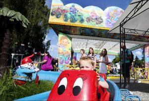 Turistsäsongen i Jämtland ser ut att ha blivit lyckosam. Frösö Zoo – ett av länets mest populära besöksmål – lockar många barnfamiljer.