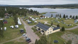 Särna camping intill Särnasjön.