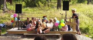 Theodor Nyberg sjöng tillsammans med barnen.