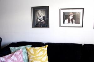 Stämningsfulla porträtt på Iggy och storasyster Vilda av Gävlefotografen Jennika Ojala.