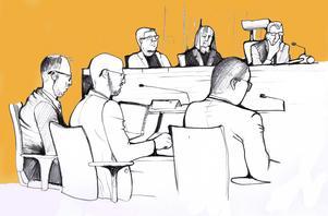 Åklagarna Peter Jonsson och Niklas Jeppsson i rättssalen. De delar bänk med advokat Johan Lavås som företräder Östersundshem och Fältjägaren.