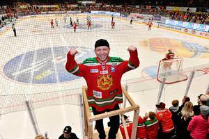 Dan Ljungberg, Moras klackledare, missar matchen mot Malmö efter magsjuka i familjen.