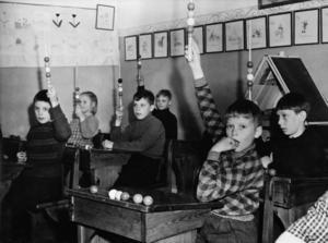 Skolpojkar på Bodaborg. Bild: Ur ett album som förvaras på regionarkivet i Härnösand