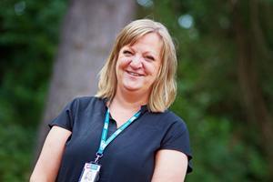 Efwa Gylfe är till vardags utvecklingsledare på omsorgsförvaltningen i Avesta kommun. På plats i Älvdalen såg hon sig själv och sin kollega Anneli Österhof Korhonen som en liten kugge i ett väldigt stort maskineri. Och hon vittnar om en mycket kompetent organisation på plats vid bränderna: