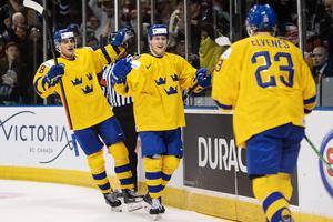 Jacob Olofsson, Adam Boqvist och Lucas Elvenes under JVM. Foto: Joel Marklund / BILDBYRÅN