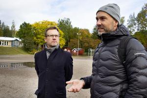 Bygg en ny modern skola på Håsta i stället för att lägga ner föreslår föräldrarna Henrik Johnsson och Thomas Johnson.