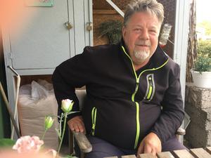 Håkan Röngård, tränare för Åsens SK och en eldsjäl i klubben. Han gläds åt att byn återigen har ett vitalt A-lag, och att de i år äntligen är redo att ta klivet upp en division.