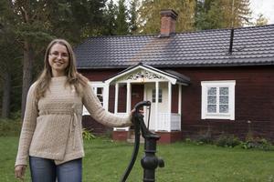 Anki Lundgren har bytt storstadslivet i Stockholm mot en avskalad tillvaro i Hälsingland.