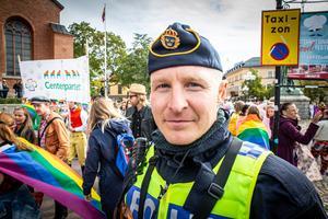– Det verkar gå lugnt till i år. För två år sedan var det inte lika lugnt, konstaterar polisen Torbjörn Eliasson från Falun. Foto: Bengt Pettersson