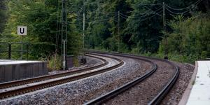 """""""Samtidigt som det saknas pengar till nödvändigt underhållsarbete av järnvägarna, envisas man med att fortsätta planeringen av Höghastighetsbanan mellan Stockholm -Göteborg – Malmö"""", skriver Brita Skedung .Foto: Adam Ihse/TT"""