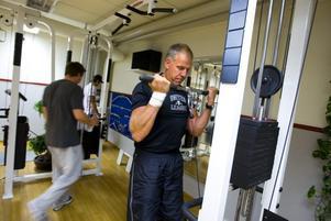 HÖSTTRÄNING. Per-Erik Blom är flitig året om på Parkbadets gym, men han märker av att många rycker upp sig inför hösten och vill börja träna. På sommaren är det nästan tomt, nu är det fler som svettas i gymmet.