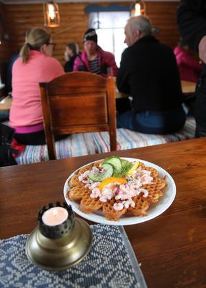 Vad vore en Fjällgård utan våfflor? Den här langosvarianten är riktigt populär i det caféet vid foten av Sonfjället.