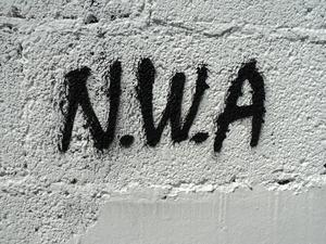 Graffiti med N.W.A:s  namn. Foto: Leteći Vale