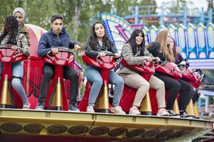 Soz Sayed Youssef, Maya Sayed Youssef och Bayan Alsamo från Murgårdsskolan i Sandviken fanns på plats och passade på att åka karuseller.