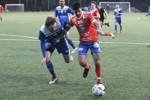 I derbyt hade Rengsjös vassa veteranback Robert Bronegård fullt jobb med Bollnäs rappe topp Mohammed Al-Dahan.