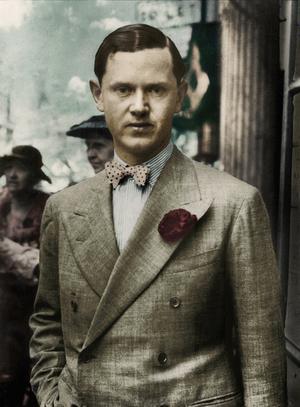Den oklanderligt klädde Evelyn Waugh är alltjämt ett stilideal för sofistikerade män. Foto: Modernista