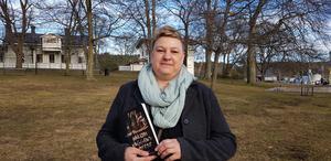 """Författare Kristina Suomela Björklund, som bor utomlands, hemma i Sverige i mars i samband med releasen av nya boken """"Inom cirkeln""""."""