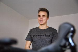Emil Thyrén bor till största delen i Söderhamn tillsammans med sin sambo. Han har även en lägenhet i Sundsvall där han pluggar.