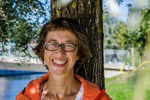 Johanna Thurdin, ordförande för MP:s lokalavdelning, kandiderar som förstanamn i kommunfullmäktige. Hon tror att Mittuniversitetet och höjda skolresultat är en nyckel i omställningen till ett mer hållbart samhälle.