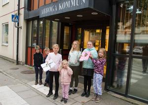 Några barn i Medåker var tidigt uppe på morgonen den 25 september och lämnade in namnlistorna.