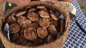 Bullar, kakor och tårtor dukades upp i stora lass.Foto: Anne-Marie Wästholt