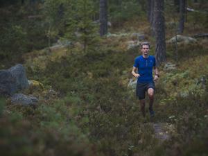 Mattias Sundberg syns ofta i skogen där han gärna springer eller cyklar. Foto: Privat