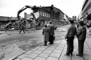 En musikaffär, en frisör och ett pensionat fanns på Prästgatan 46, mittemot nuvarande Mittpunkten, när det revs 1983.